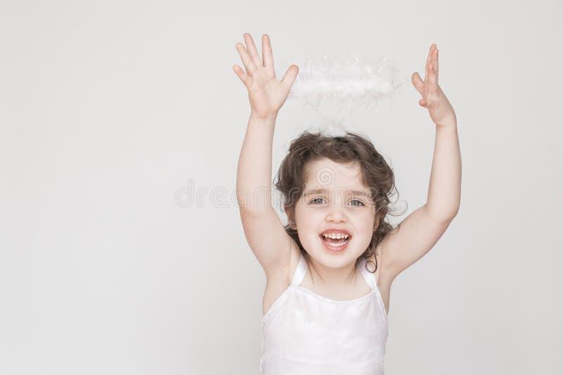 Mała Dziewczynka Ubierająca Jako anioł obrazy royalty free