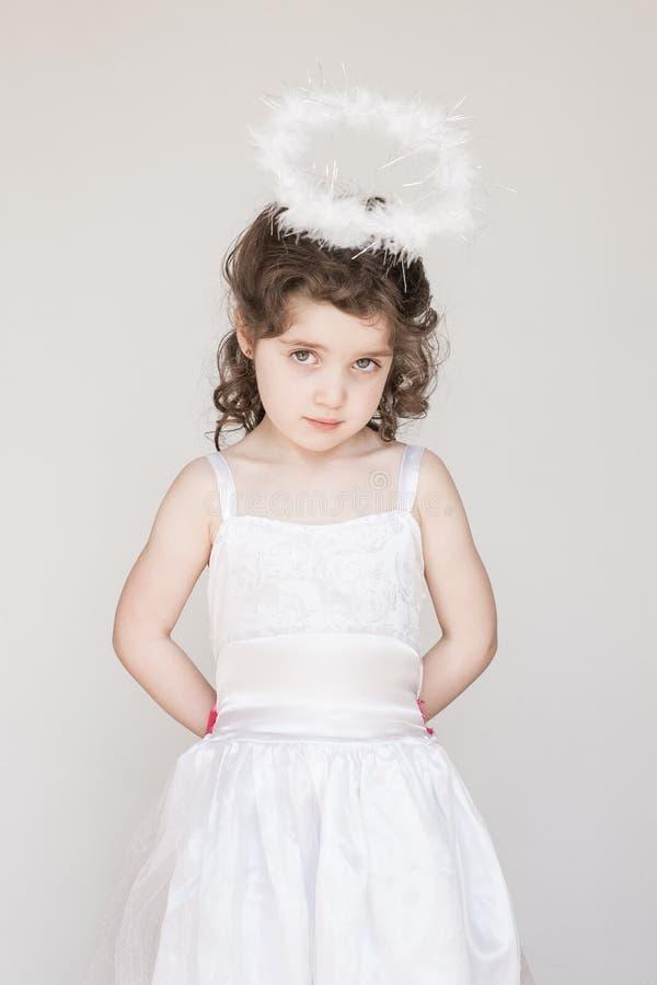 Mała Dziewczynka Ubierająca Jako anioł zdjęcia royalty free