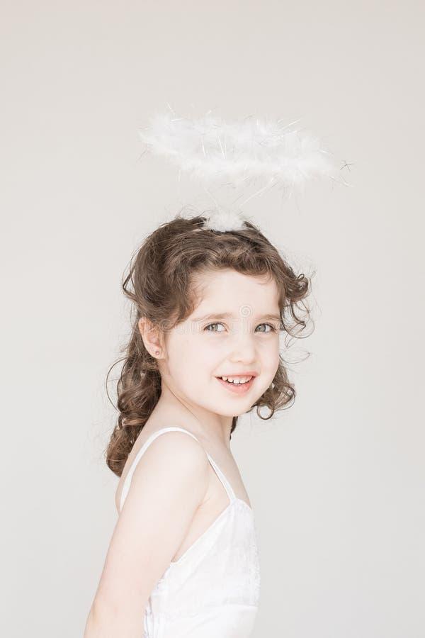 Mała Dziewczynka Ubierająca Jako anioł zdjęcie royalty free