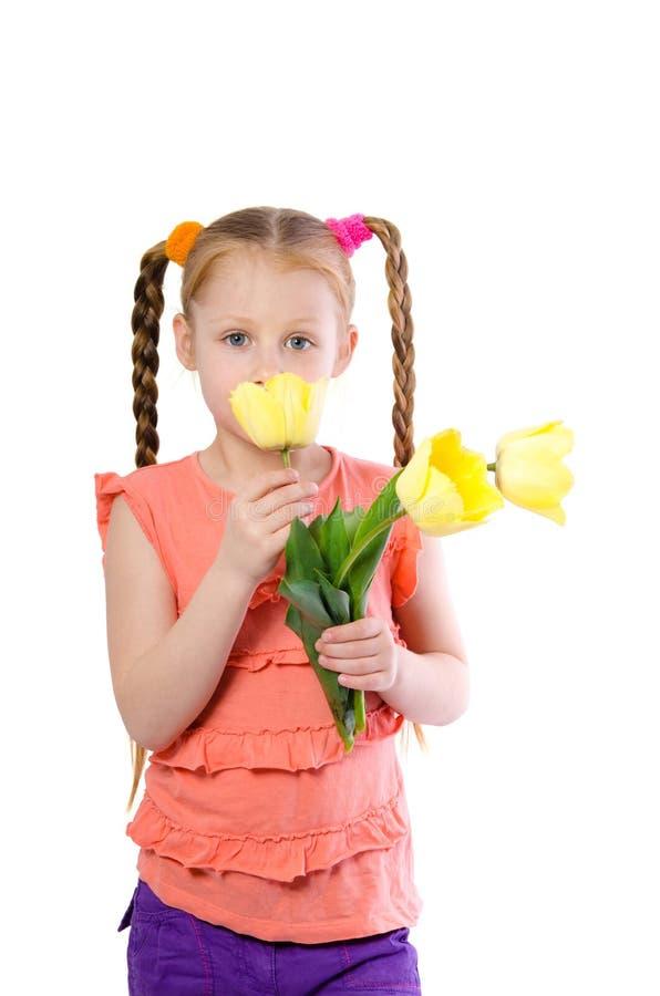 Mała dziewczynka wącha tulipany obraz royalty free