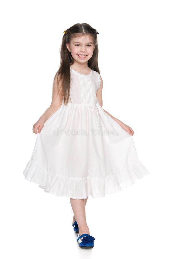 Download Mała Dziewczynka W Białej Sukni Zdjęcie Stock - Obraz złożonej z pozytyw, uroczy: 41951404