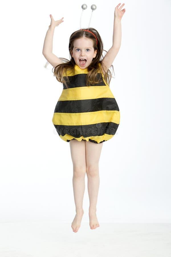 Mała Dziewczynka w mamroczącej pszczoły kostiumu fotografia royalty free