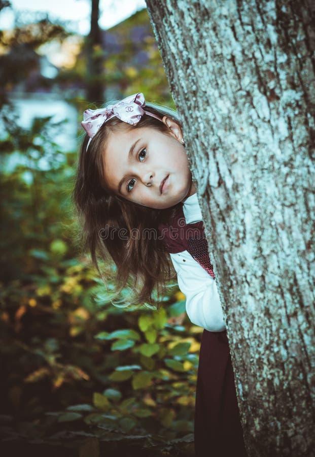 Mała dziewczynka w parku fotografia stock