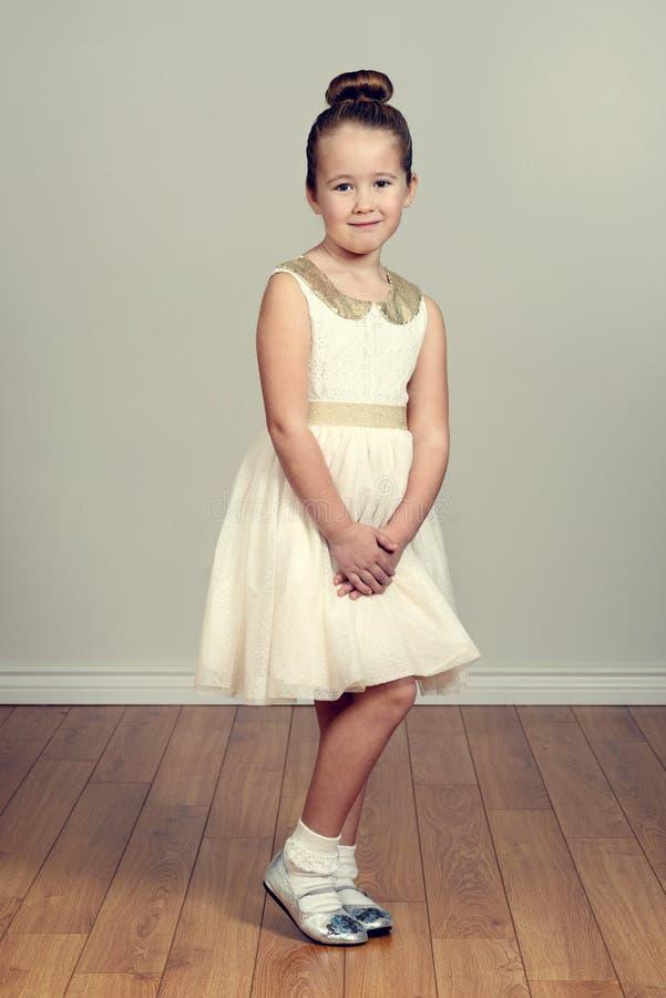 Mała dziewczynka w partyjnej sukni fotografia royalty free