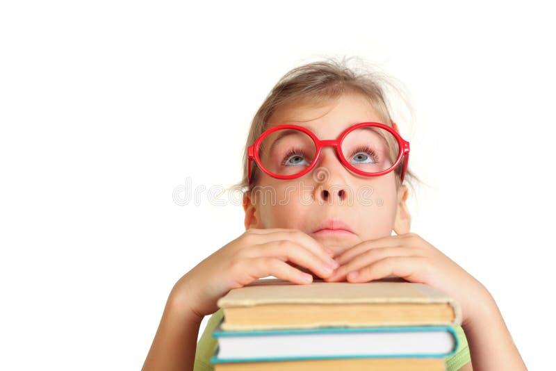Mała dziewczynka w szkieł pozy twarzy, patrzeje patrzeć fotografia stock
