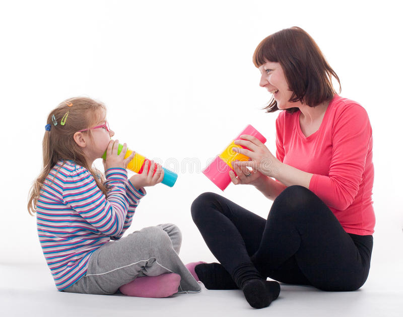 Mała dziewczynka z jej matką zdjęcia stock