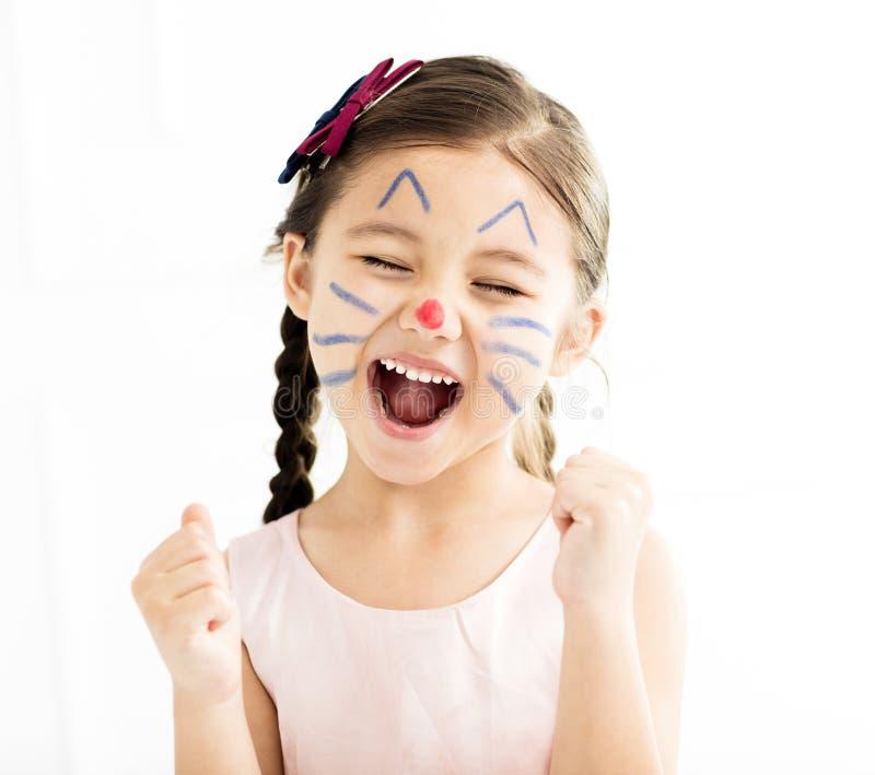 mała dziewczynka z kiciunia malującą twarzą zdjęcia stock