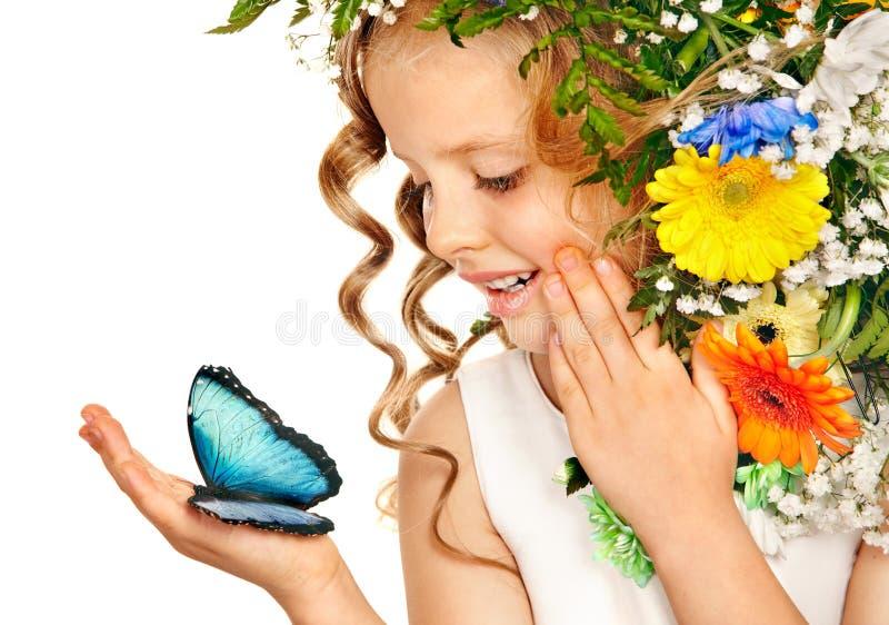 Mała dziewczynka z kwiat fryzurą. obrazy stock