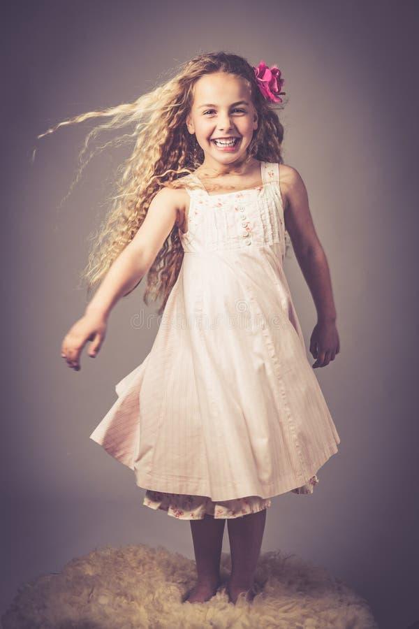 Mała dziewczynka z suknią obrazy stock