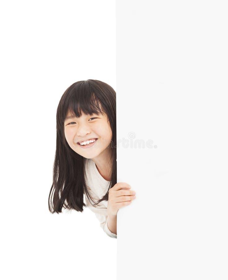 mała dziewczynka za białą deską obrazy royalty free
