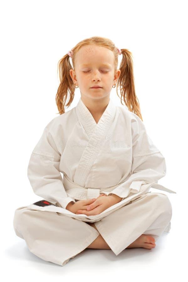 mała dziewczyny medytacja zdjęcie royalty free
