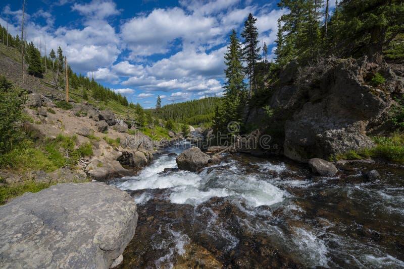 Mała Firehole rzeka blisko Tajemniczych spadków obraz stock