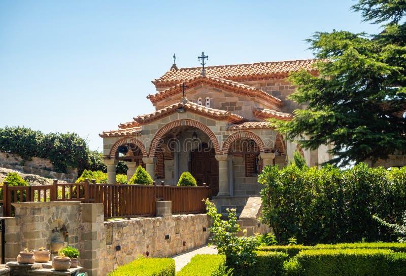 Mała kamienna kaplica w Meteoru monasterze St Stephen, Grecja zdjęcie stock