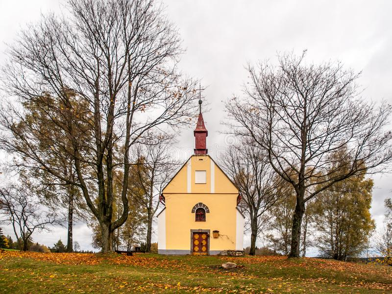 Mała kaplica święty John Nepomuk lub John Nepomucene przy Zubri, Trhova Kamenice, republika czech obrazy stock