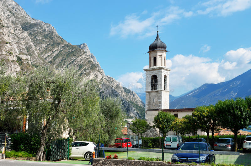 Mała kaplica w Limone, Jeziorny Garda, Włochy zdjęcie stock
