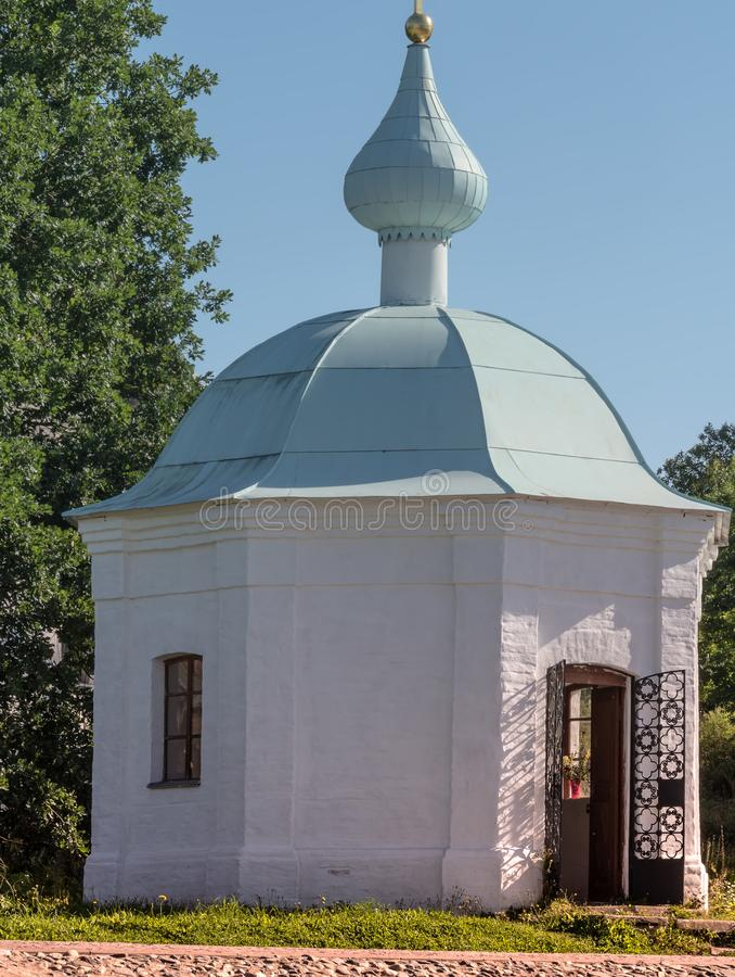 Mała kaplica z błękitną kopułą na Valaam zdjęcia royalty free