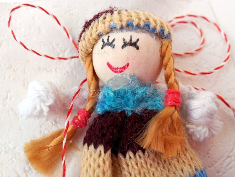Mała lala z czerwonym i białym sznurkiem zdjęcia royalty free