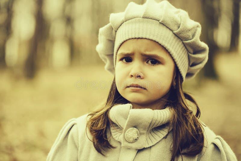 mała lasowa jesień dziewczyna zdjęcia royalty free