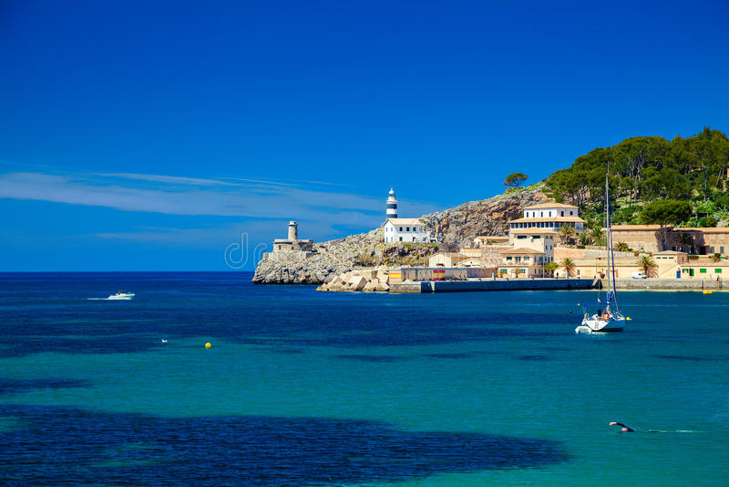 Mała latarnia morska przy molem Portowy De Soller zdjęcie royalty free
