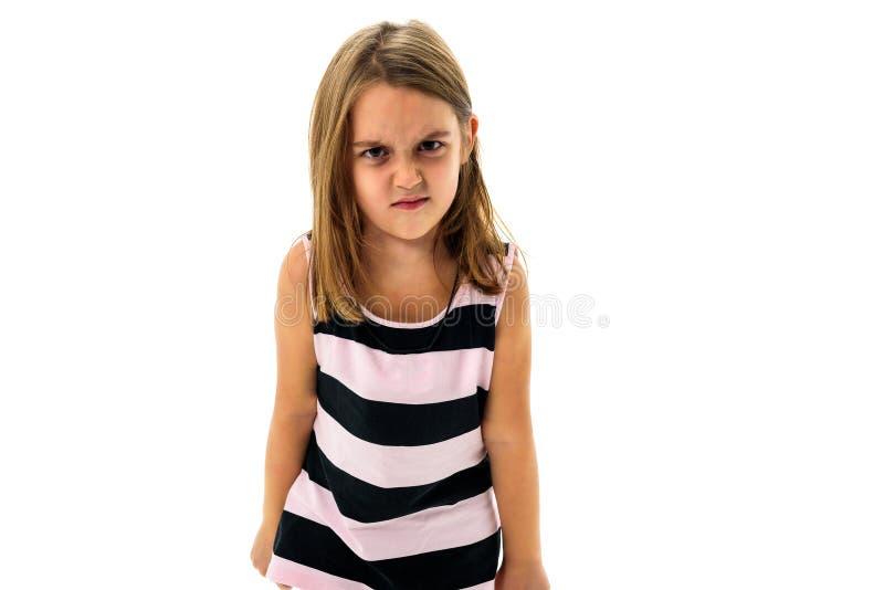 Mała młoda dziewczyna jest gniewna, szalenie, niepodporządkowany z złym zachowaniem zdjęcia royalty free