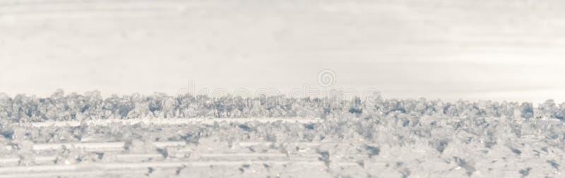 Mała panorama lodowi kryształy przeciw białemu tłu obrazy royalty free