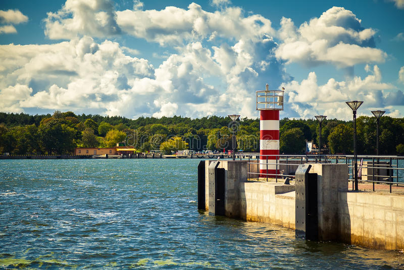 Mała pasiasta latarnia morska w Klaipeda zdjęcia royalty free