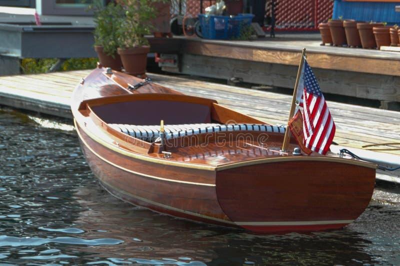 Mała, Pełen wdzięku Motorowa łódź na Seattle ` s jeziora zjednoczeniu, zdjęcia stock