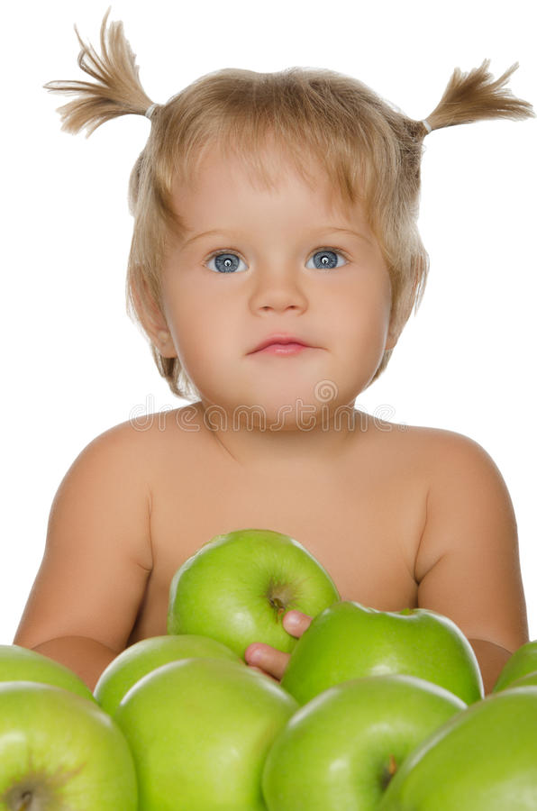 Mała piękna dziewczyna z zielonymi jabłkami obrazy royalty free