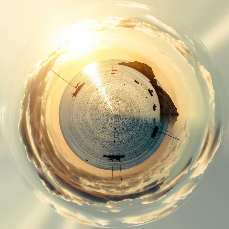 Mała planeta 360 stopni sfera Morze Śródziemnomorskie i żaglówki ilustracja wektor