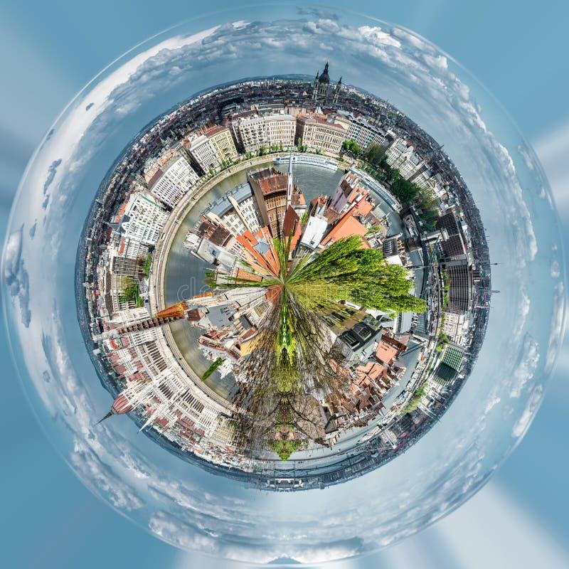 Mała planeta 360 stopni sfera Panoramiczny widok Budapest miasto royalty ilustracja