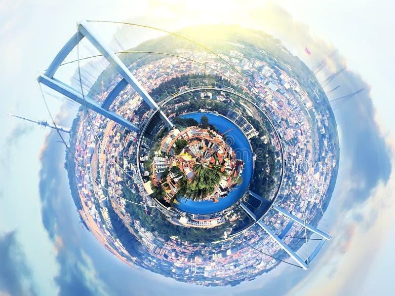Mała planety panorama Istanbuł, Turcja z mostem nad Bosphorus przy fantazja zmierzchem zdjęcia stock