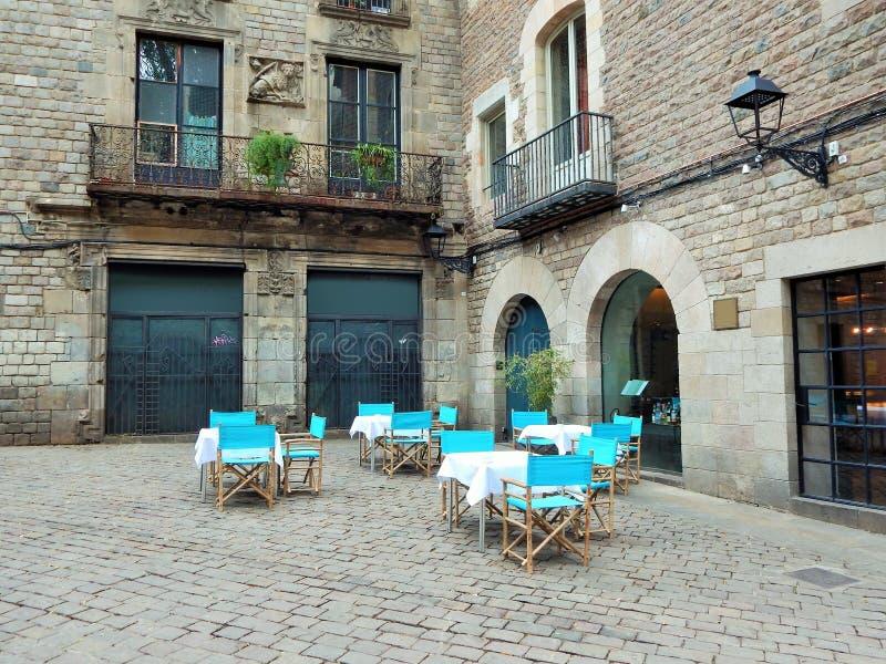 Mała restauracja na historycznym miejscu w Europa zdjęcia stock