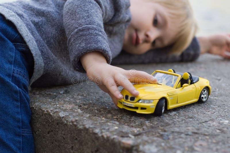 mała samochodów, chłopcze obrazy royalty free