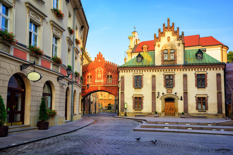 Mała ulica w starym miasteczku Krakow, Polska zdjęcie stock