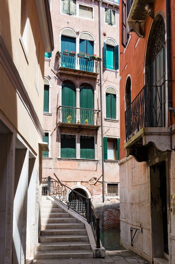 Mała ulica w Wenecja obraz stock