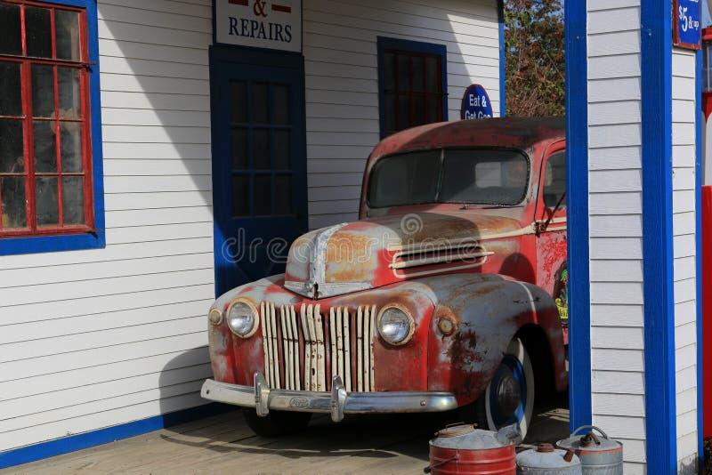 Mała wiejska benzynowa stacja zdjęcia royalty free