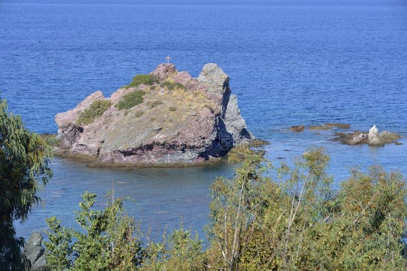 Mała wyspa w Chrysohou zatoce zdjęcie stock