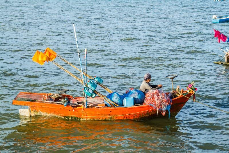 Małe łodzie rybackie na plaży fotografia royalty free