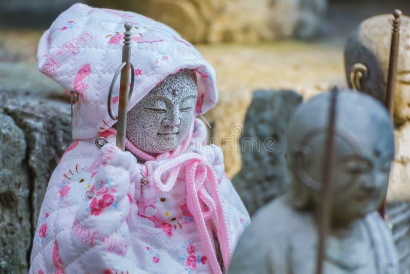 Małe Jizo statuy przy Hase-dera świątynią w Kamakura zdjęcie stock