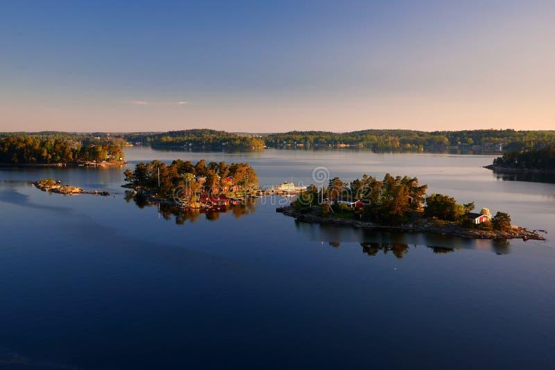 Małe wyspy w morzu bałtyckim Szwecja w ranku obraz royalty free