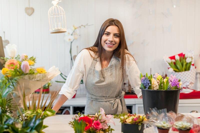 Małego Biznesu kwiatu wlaściciel sklepu zdjęcie royalty free