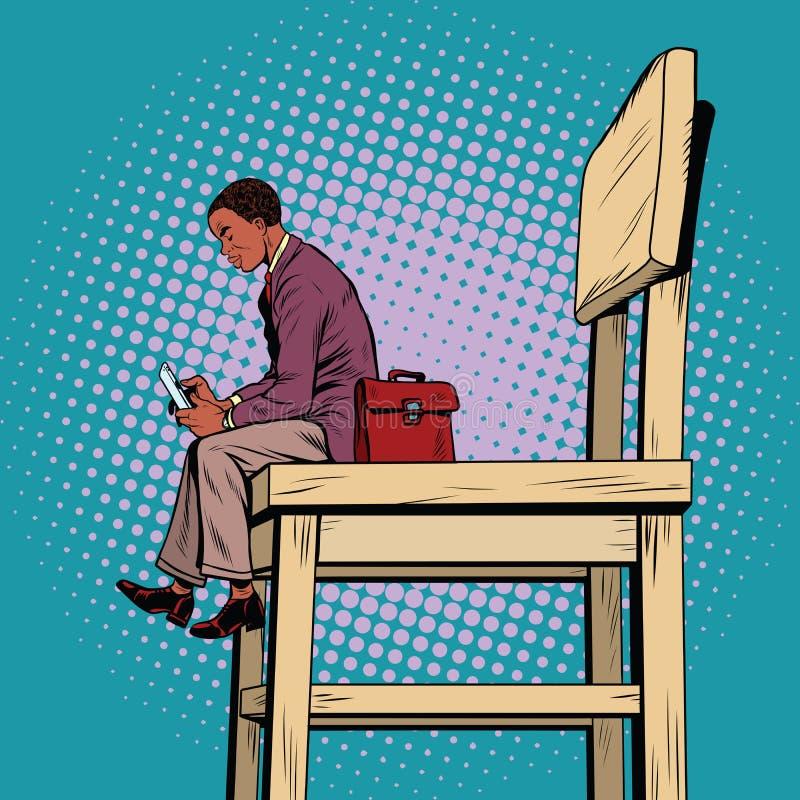Małego biznesu mężczyzna na dużym krześle i smartphone, royalty ilustracja