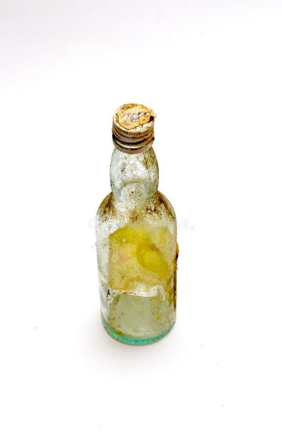 Małego rocznika brudna i zakurzona trunek butelka zdjęcia stock