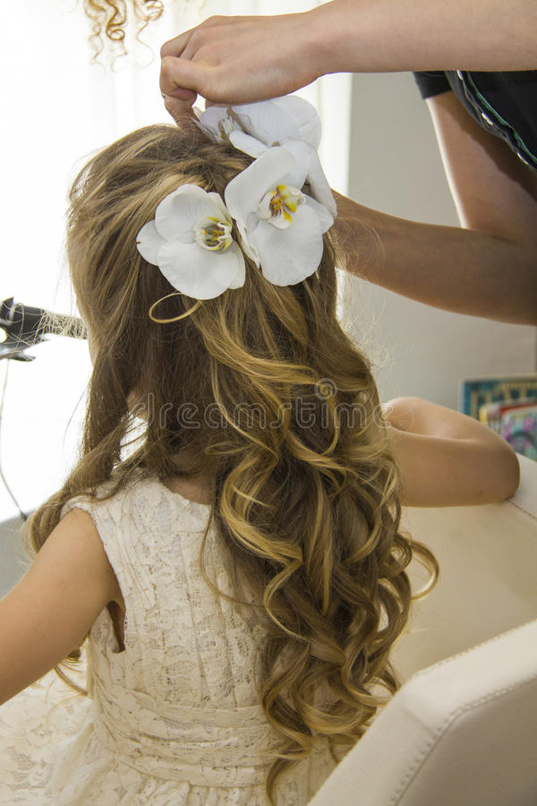 Małej dziewczynki fryzura zdjęcia stock