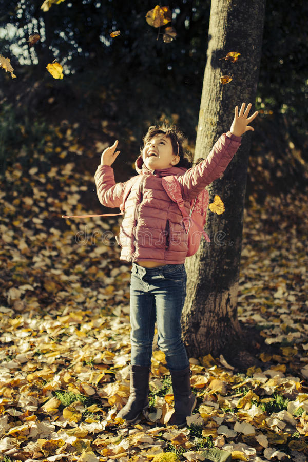 Małej dziewczynki jesieni portret obraz royalty free