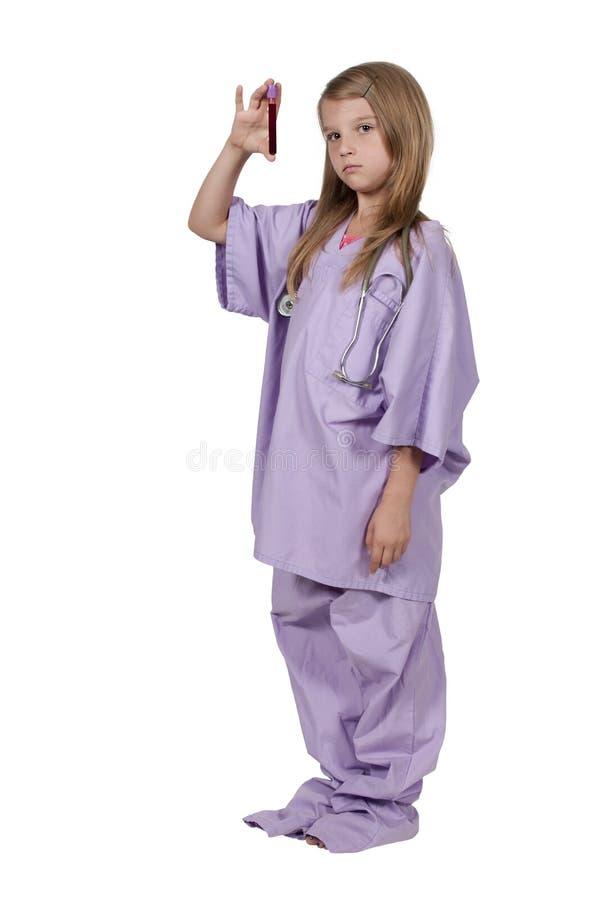 Małej Dziewczynki pielęgniarka z próbką krwi zdjęcie royalty free