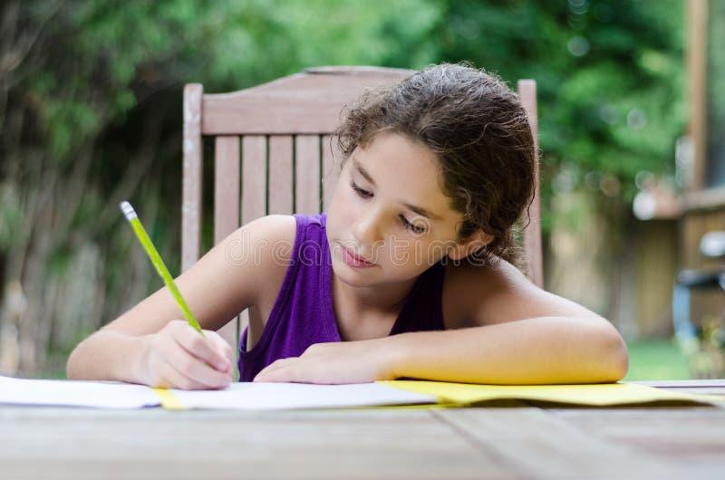 Małej dziewczynki writing obrazy royalty free