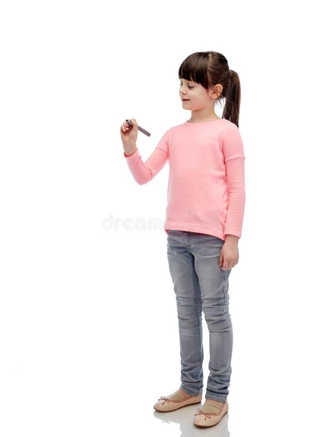 Małej dziewczynki writing z markierem lub rysunek zdjęcie stock