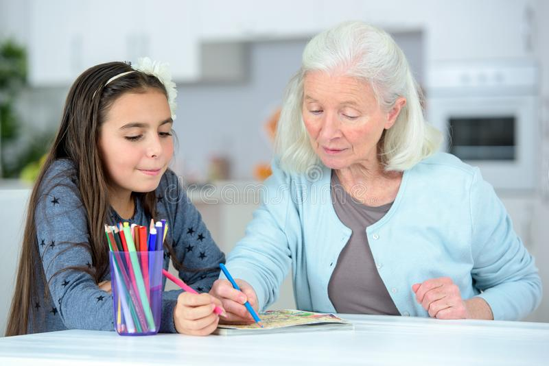 Małej dziewczynki wuth rysunkowa babcia fotografia royalty free