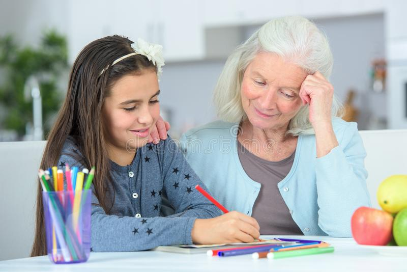 Małej dziewczynki wuth rysunkowa babcia zdjęcie royalty free